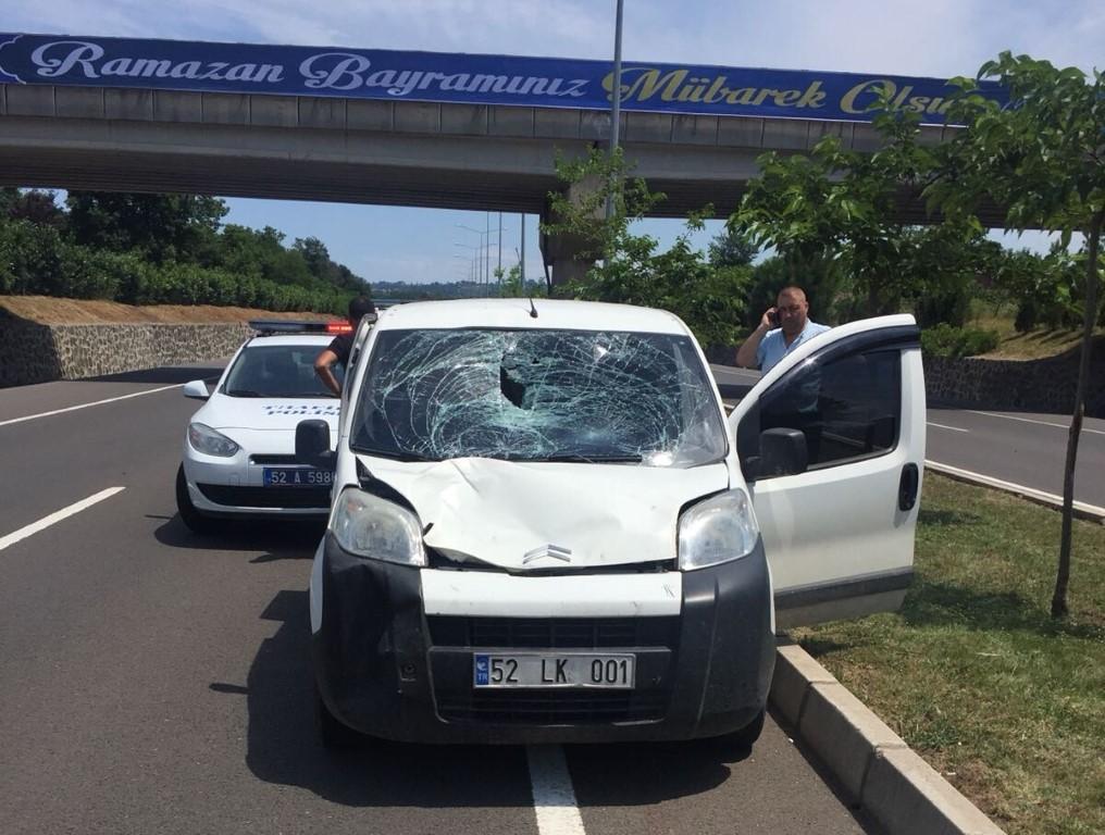 Ünye'de Otomobil ile Bisiklet Çarpıştı :1 Kişi Ağır Yaralı