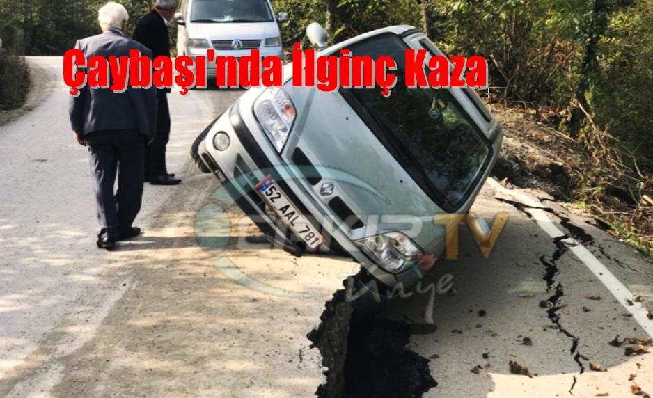 Yol Yarıldı Otomobil İçine Düştü