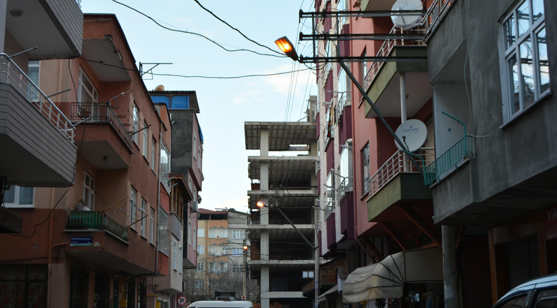 Bu Mahallede Sokak Lambaları Sönmüyor