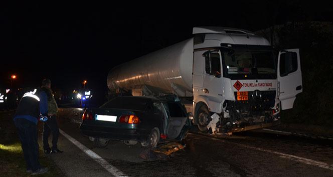 Akaryakıt Tankeri  ile Otomobil Çarpıştı