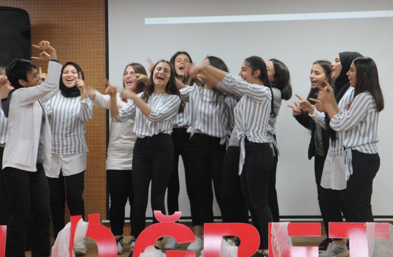 Öğrenciler Öğretmenlerinin Gününü Kutladılar
