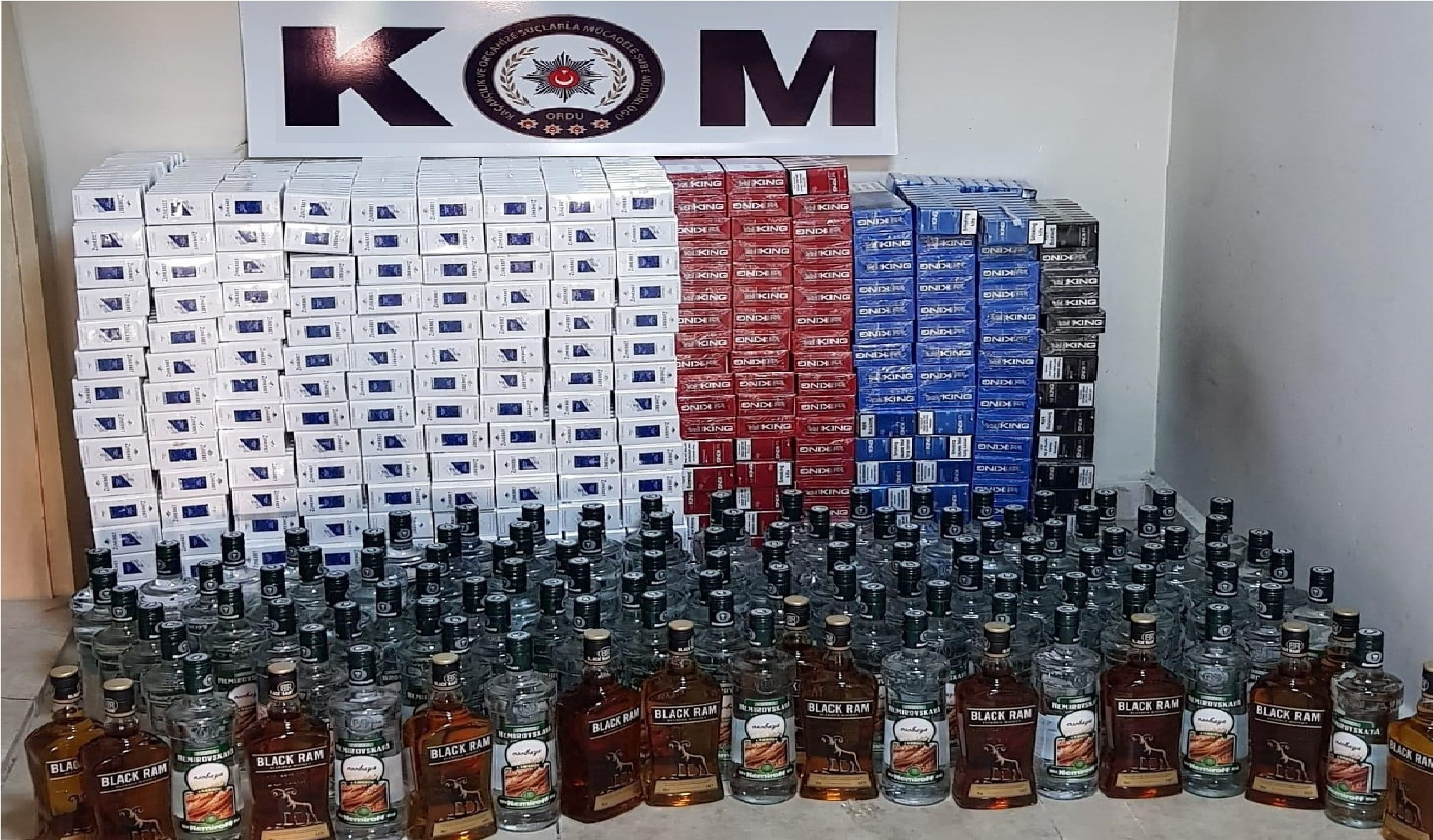 Kaçak İçki ve Sigara Satıcılarına Operasyon