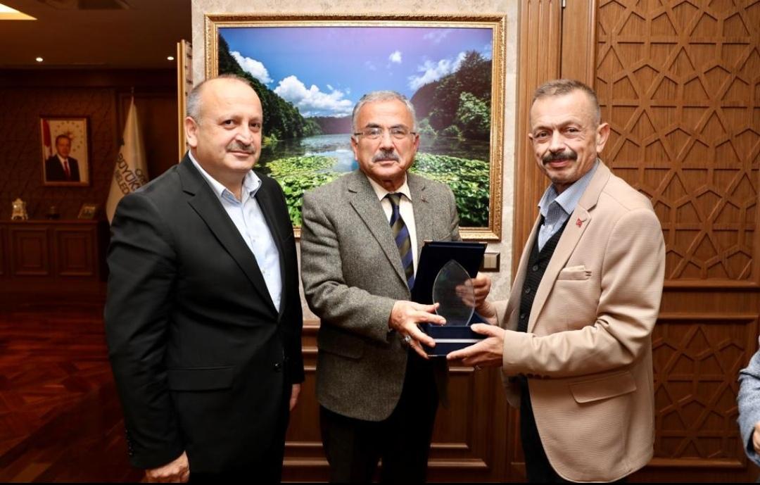 ÜNYE'DEN HİLMİ GÜLER'E PLAKET