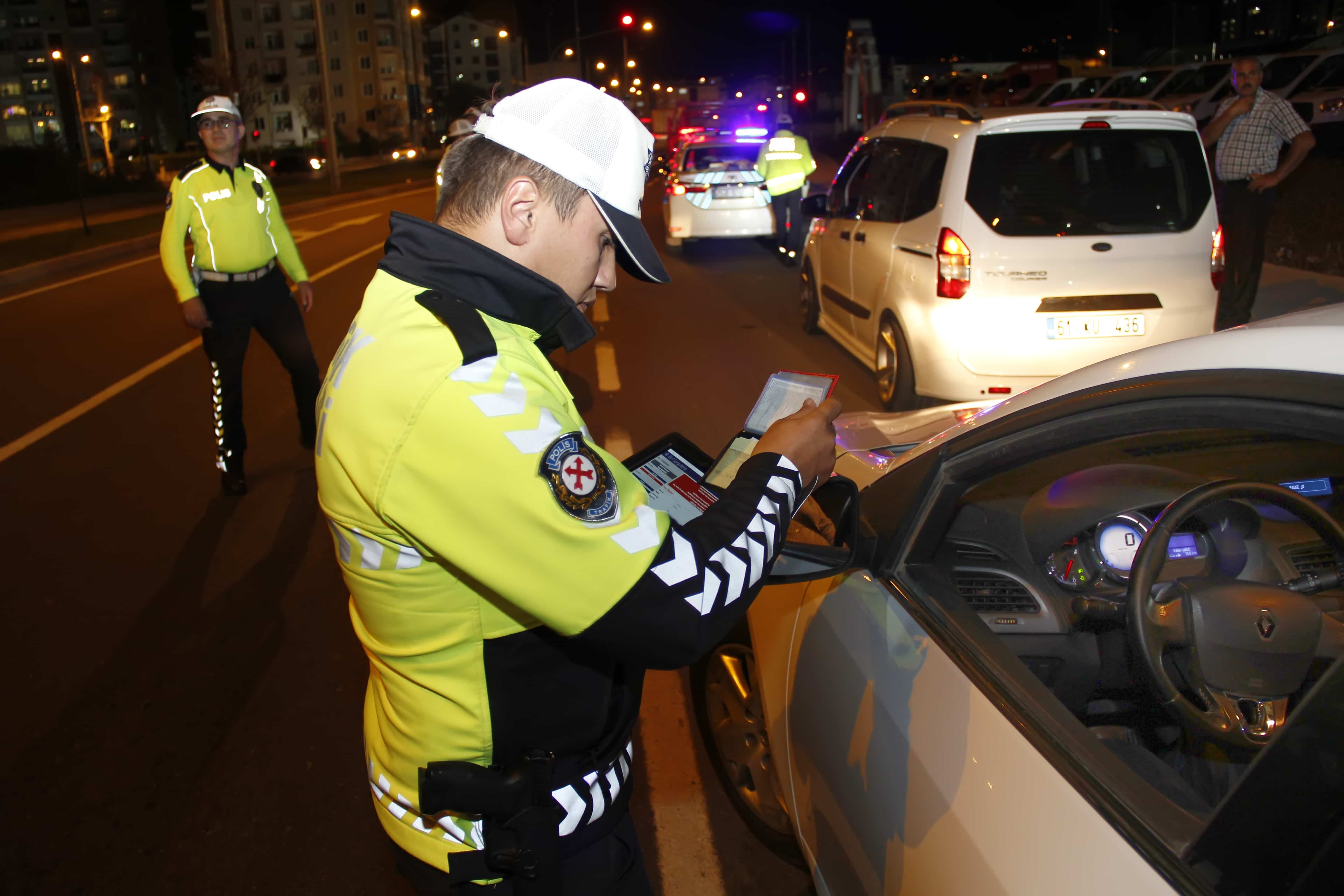 Bir Haftada 37 Araç Trafikten Men Edildi, 30 Sürücü Belgesine El Konuldu