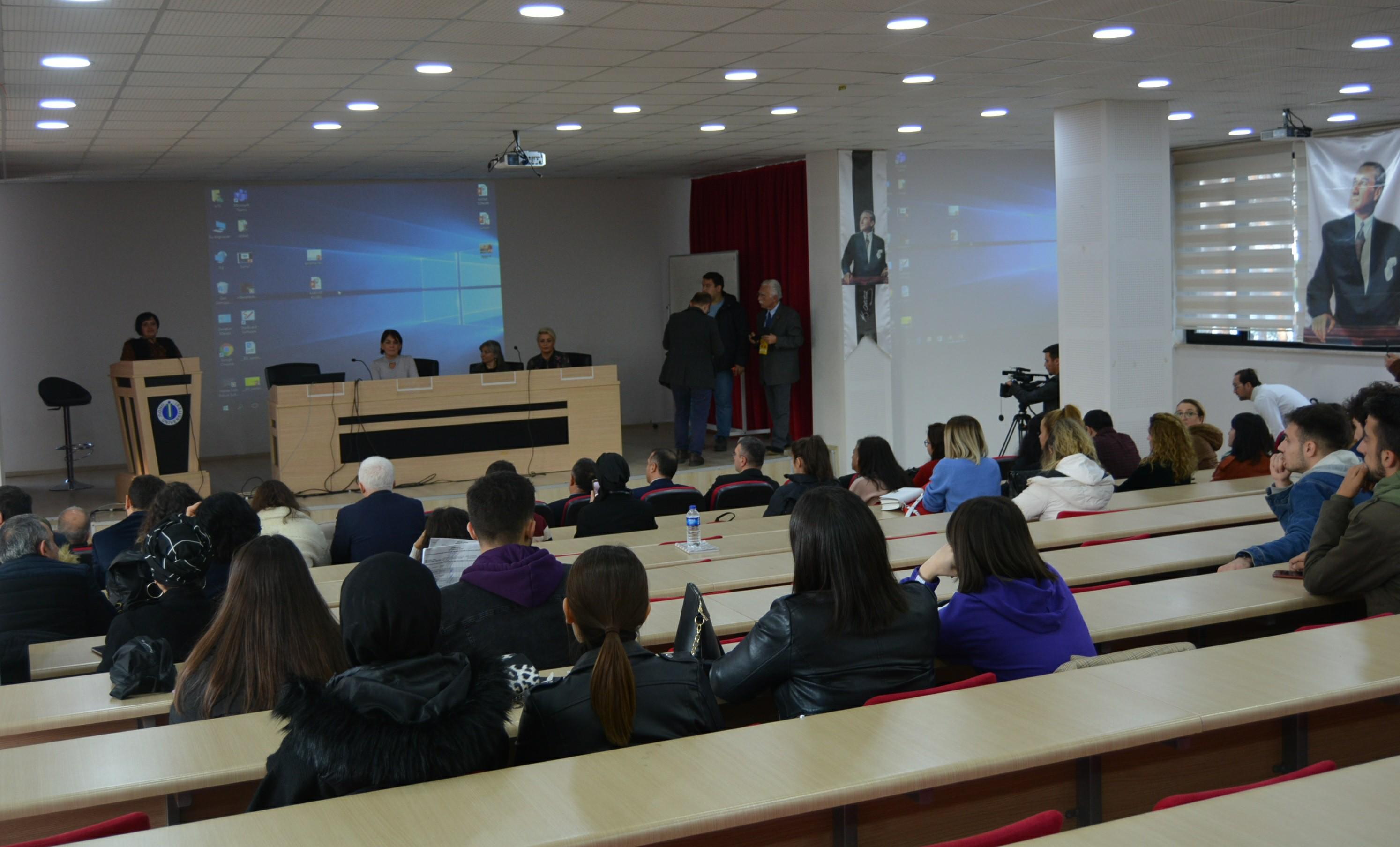 """""""Girişimcilik ve Kariyer"""" Konferansı Düzenlendi"""