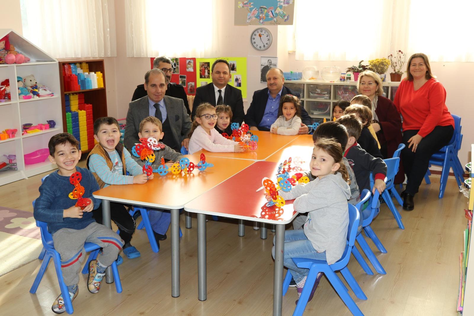 Başkan Tavlı ve Müdür Tokgöz'den Öğrencilere Yeni Yıl Sürprizi