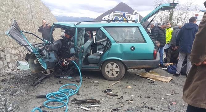 Otomobiller Çarpıştı: 1 Ölü, 5 Yaralı