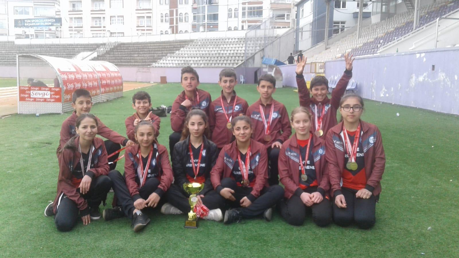 Ünye Yenikent Ortaokulu Atletizmde Tarih Yazdı