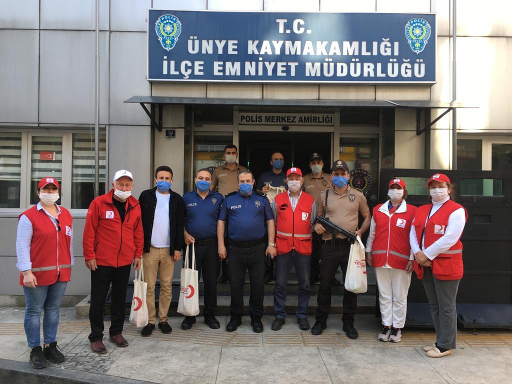 Türk Kızılay Ünye Şubesi Bayramda Mutluluk Dağıtmaya Devam Ediyor