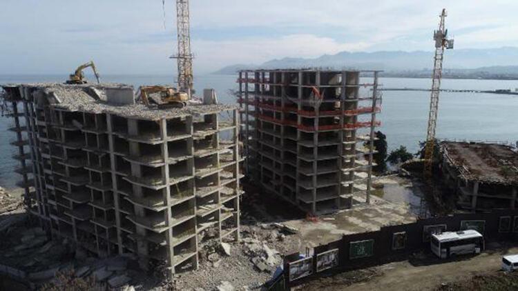 17 Katlı Binaların Yıkımı Sürüyor