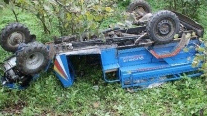 Tarım aracı devrildi: 1 ölü