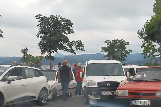 ÜNYE'DE ZİNCİRLEME TRAFİK KAZASI