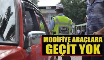 Polis modifiyeli araç kullanan sürücülere göz açtırmadı