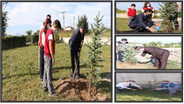 Öğrenciler Okullarıyla, Fidanlar Toprakla Buluştu