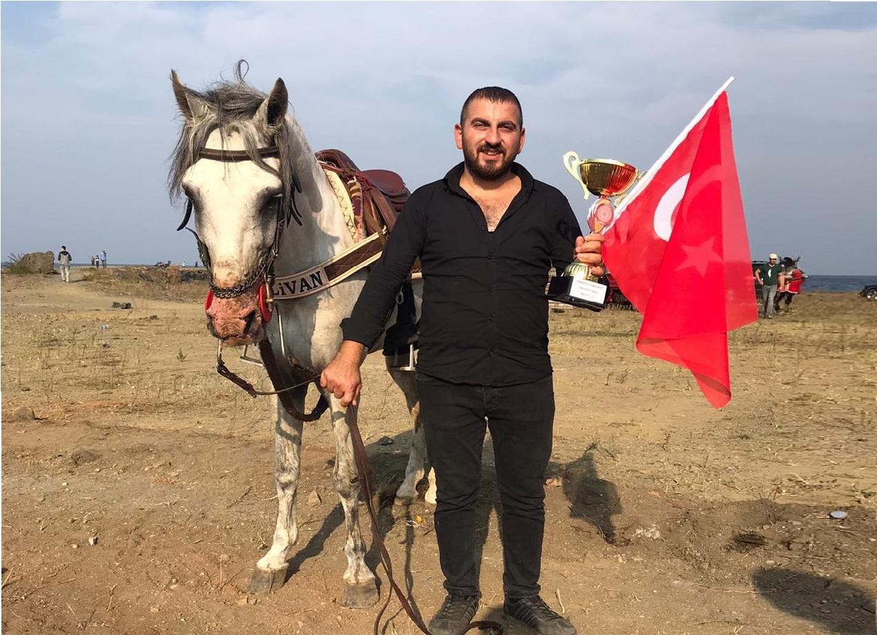 'PEHLİVAN' CUMHURİYET KOŞUSUNDA ŞAMPİYON OLDU