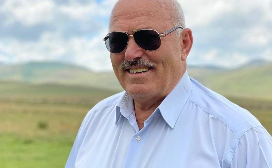 ESKİ BAŞKAN COVİD'E YENİK DÜŞTÜ.
