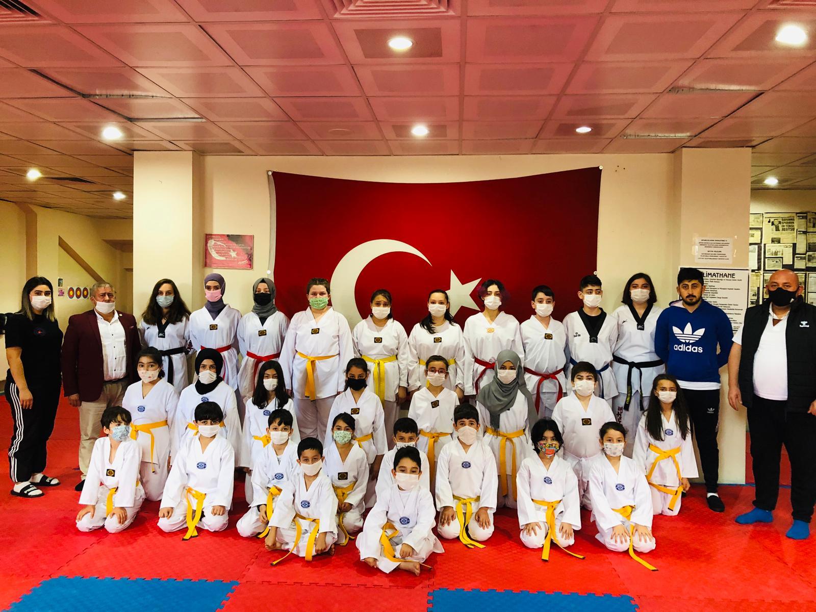Taekwondocular Kuşak Sınavında Terfi Etti