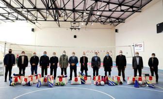 Çamaş İlçesi Okullarına Spor Malzemesi Dağıtıldı