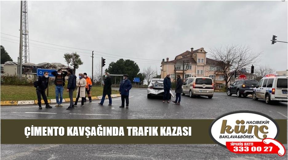 ÇİMENTO KAVŞAĞINDA TRAFIK KAZASI