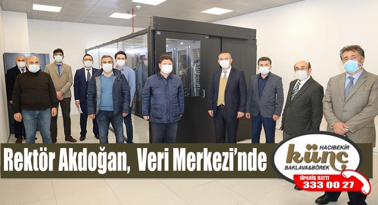Rektör Akdoğan, Yenilenen Veri Merkezi'nde İncelemelerde Bulundu
