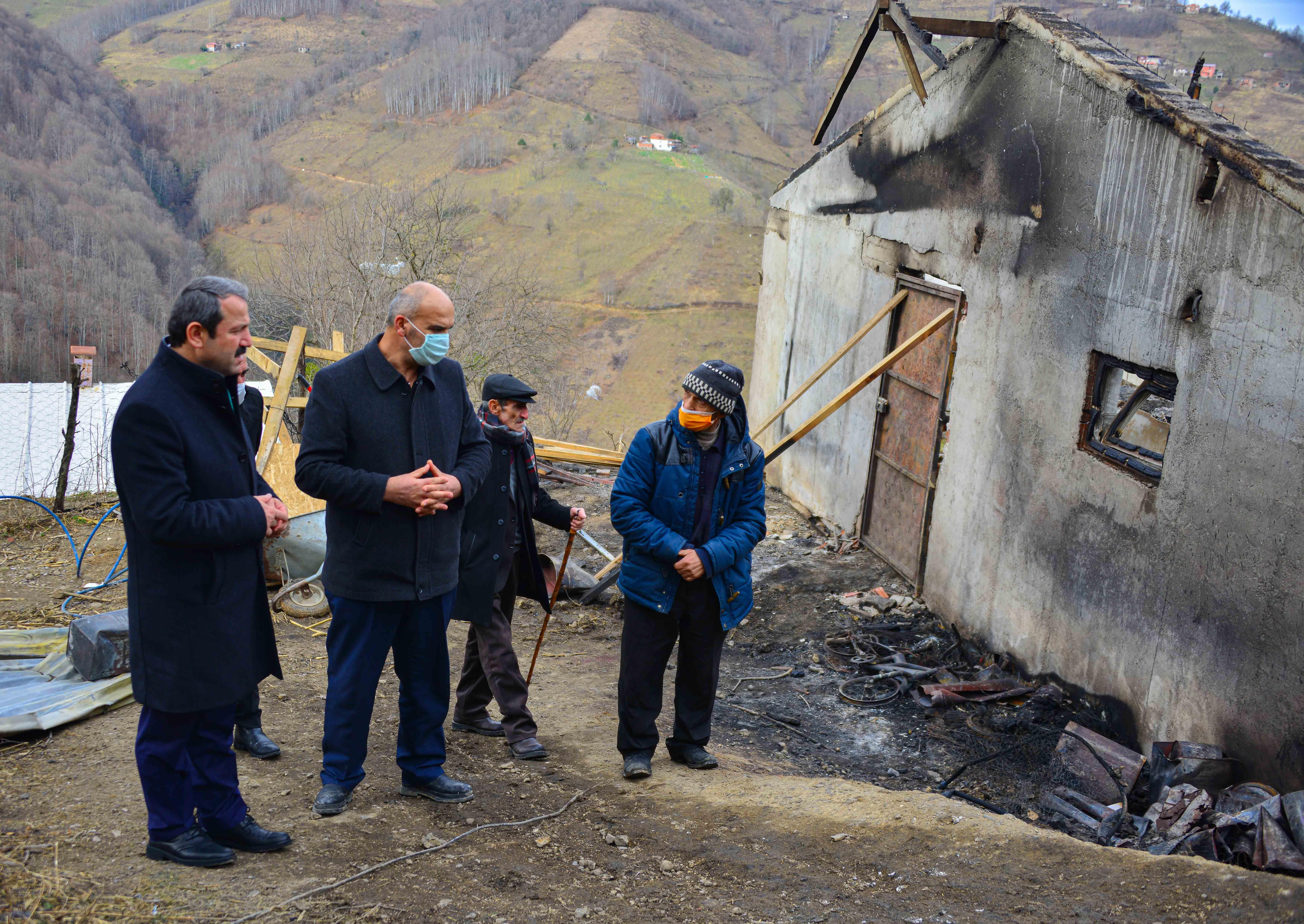 Akkuş'ta Ev ve Kümes Yangını: 400 Tavuk Telef Oldu