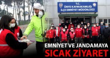 Kızılay ve Daskut'tan Polis ve Jandarma'ya sıcak ziyaret