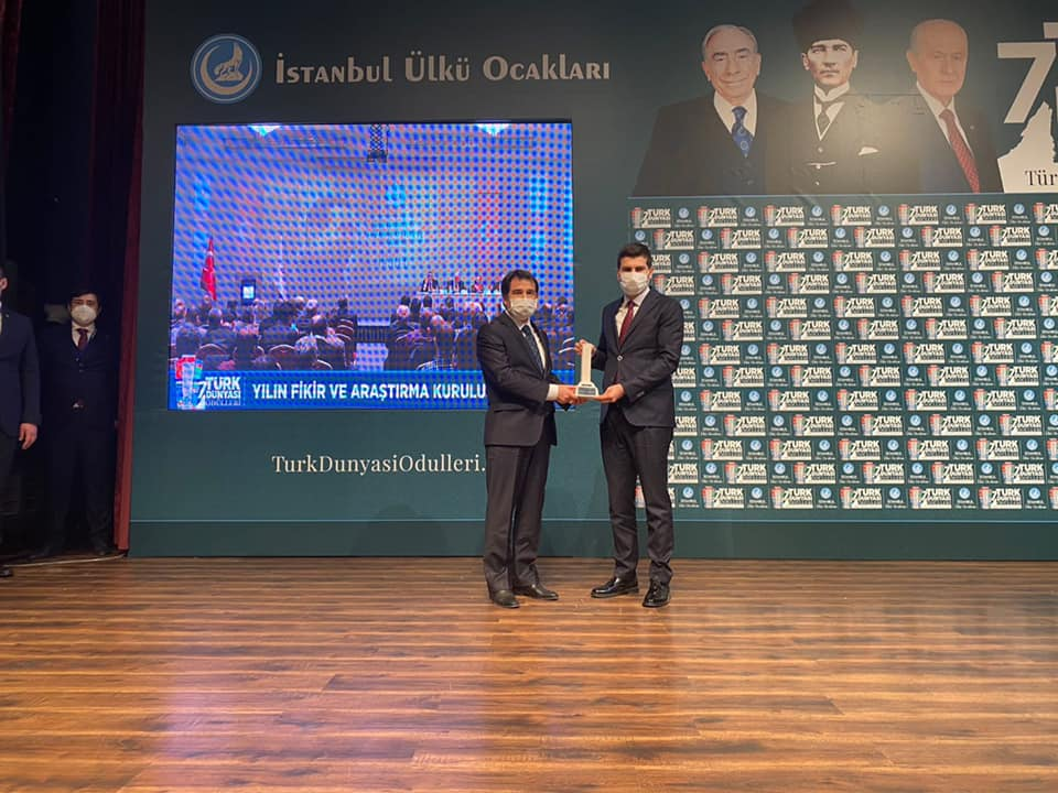 """""""Türk Dünyası Yılın Onur Ödülü""""nü Devlet Bahçeli Adına Aksu Aldı"""