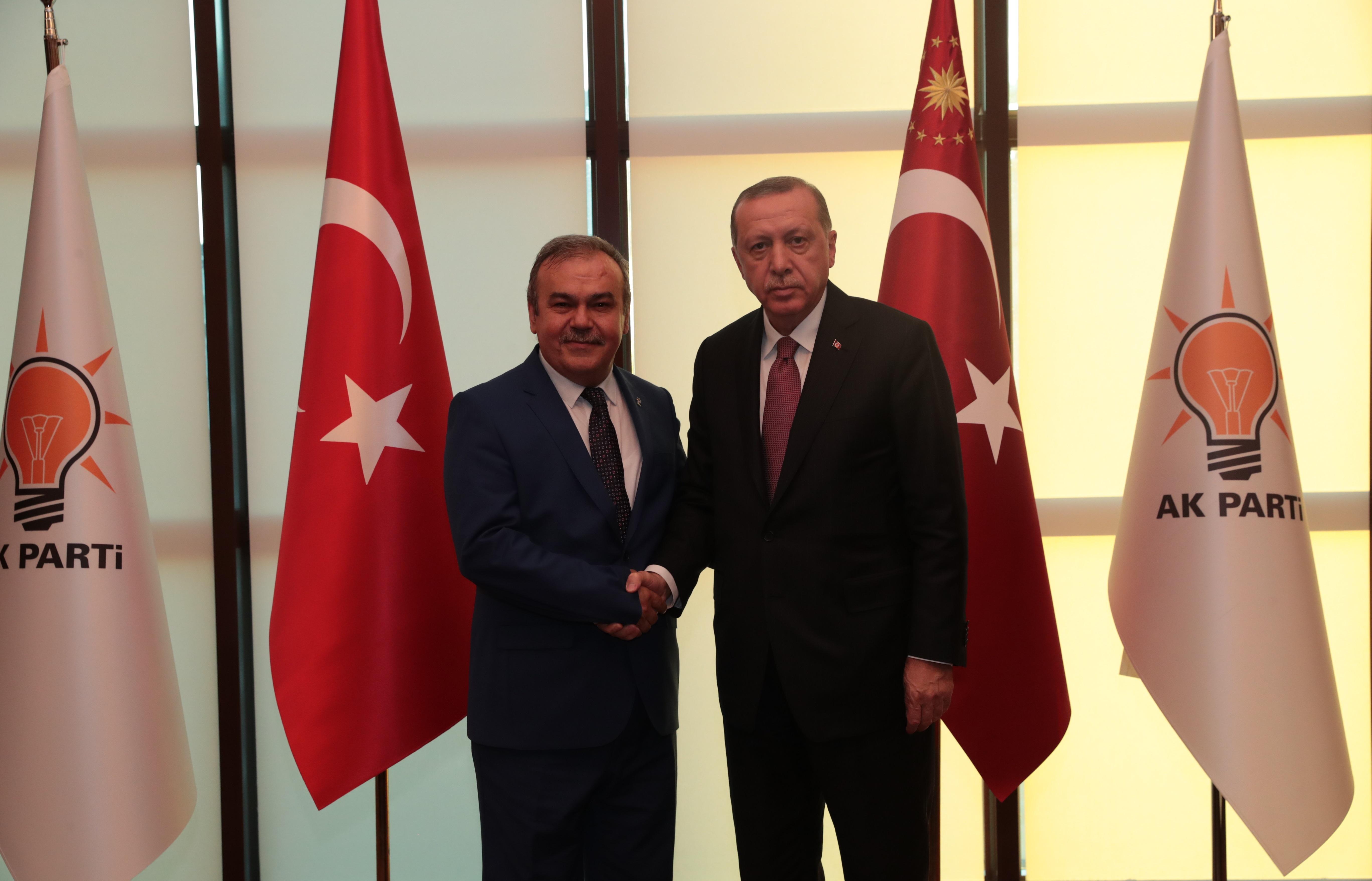 AKP İL BAŞKANI HALİT TOMAKİN'LE DEVAM KARARI ALINDI