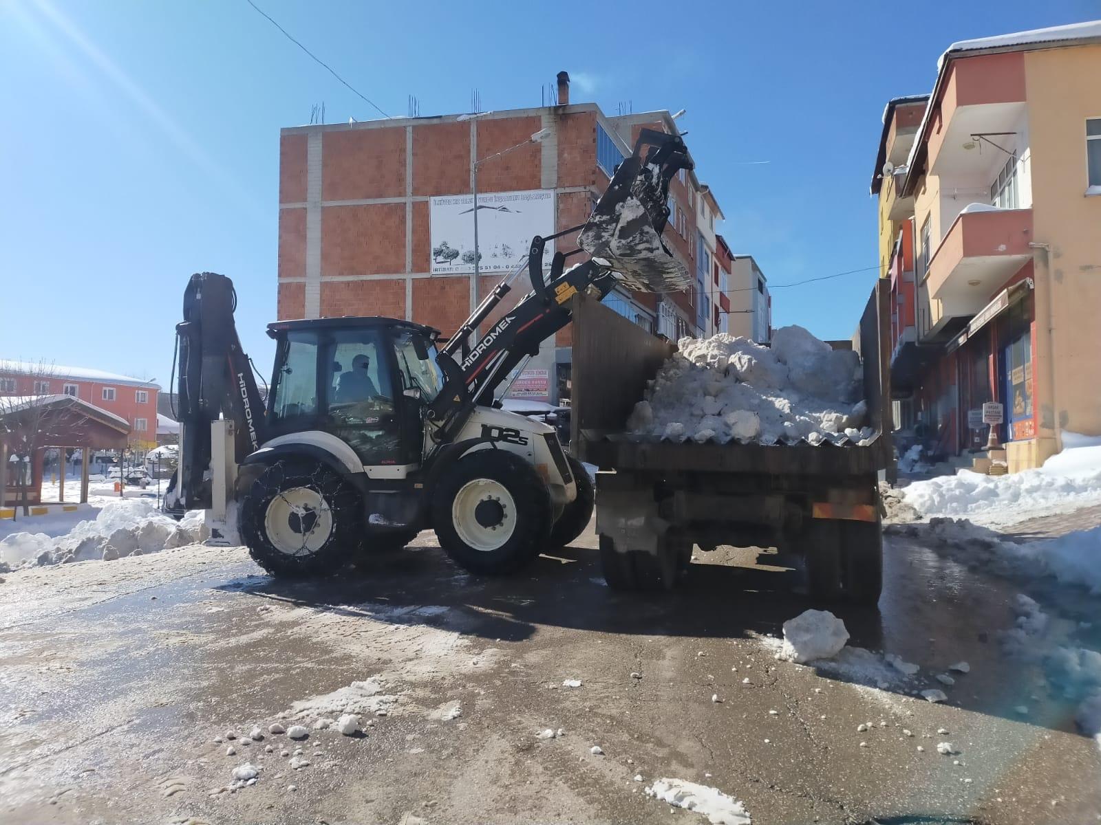 Çaybaşı'nda Kar Temizleme Çalışmaları Devam Ediyor