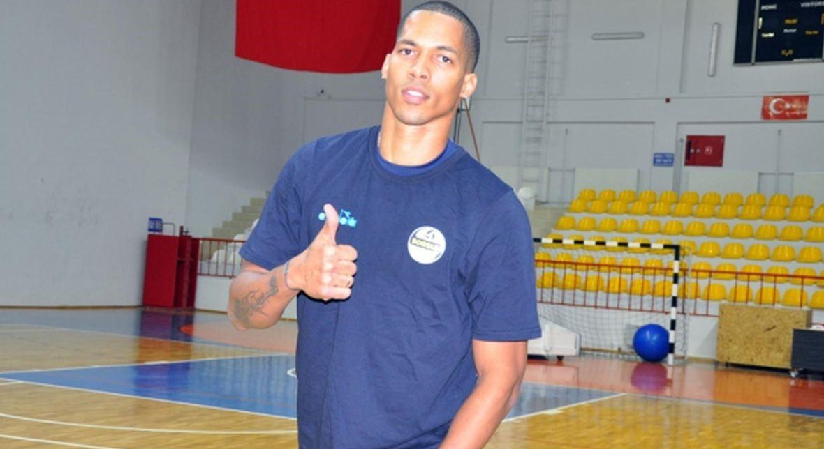 Kübalı Yıldız Oyuncu Akkuş Belediyespor'da