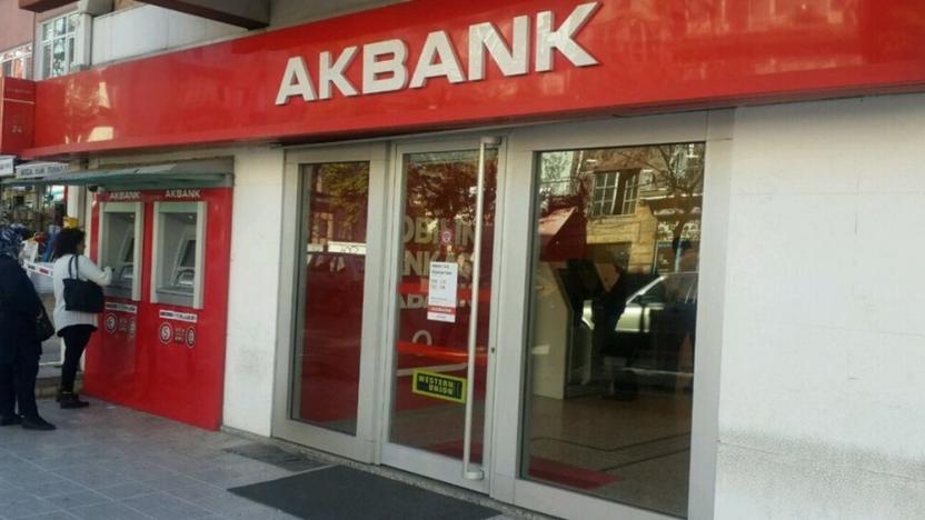 Akbank'ta kriz sürüyor